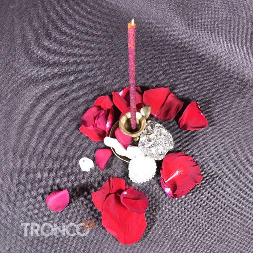 Свеча оранжевая с травами Роза мира